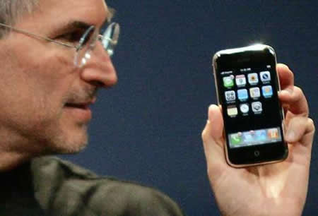 steve jobs with iphone