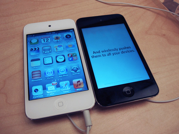 ipod touch 4th gen white black